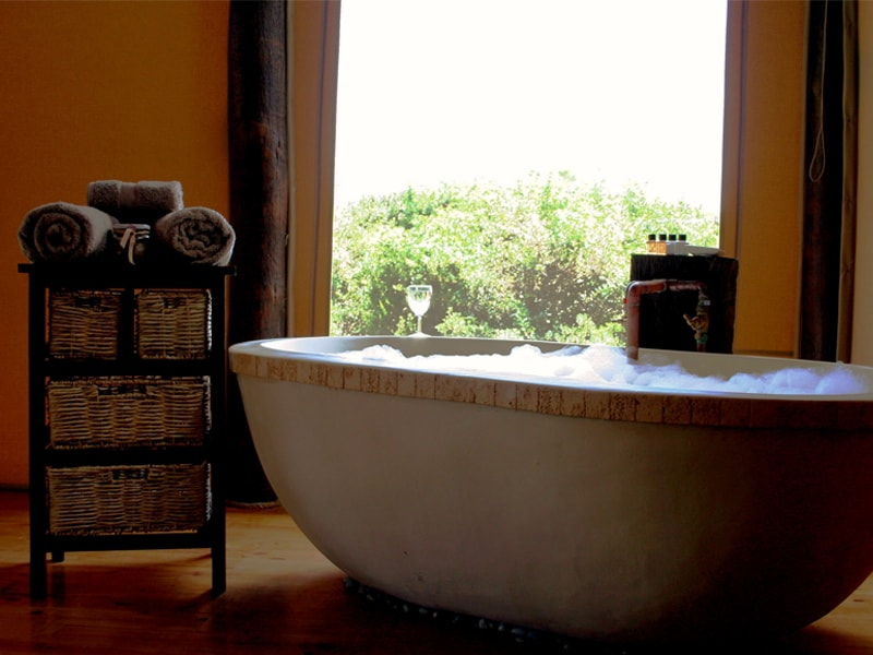South_African_Game_Reserve_Bush_Lodge_BathRoom-min