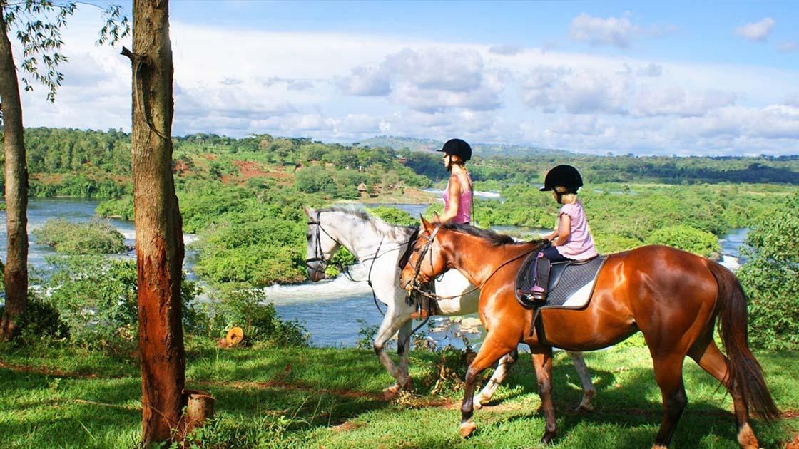 טיולי סוסים באוגנדה